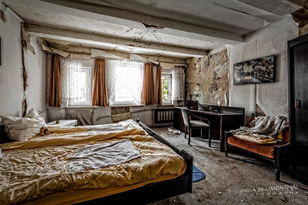 Im durchlöcherten Gasthaus #7